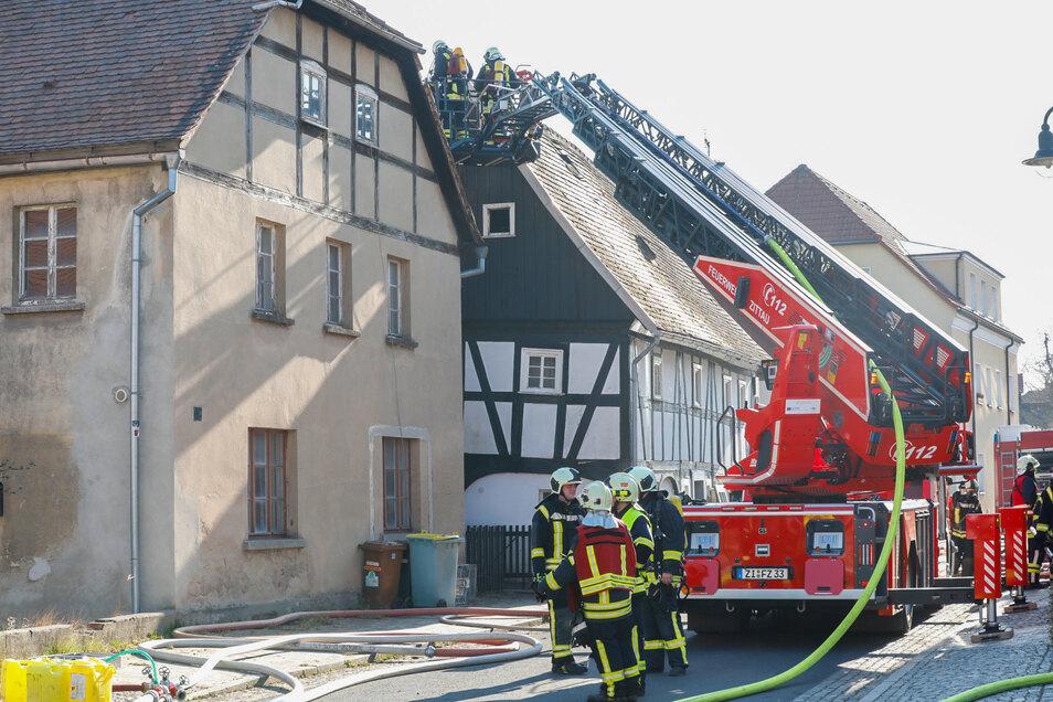 Mehr als 100 Feuerwehrleute bekämpften den Brand in Hirschfelde.