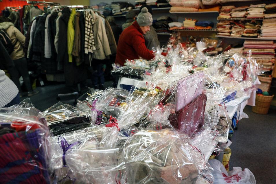 In der Kleiderkammer gab es fertige Geschenkverpackungen zu kaufen.