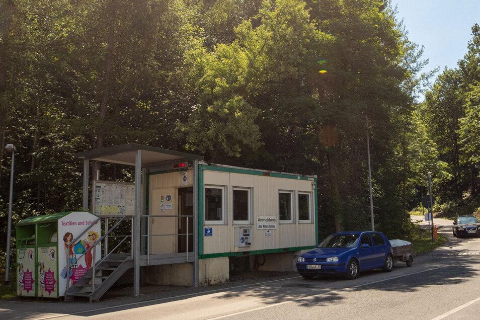 Oft stehen die Autos hier Schlange: Der Eingang zum Wertstoffhof Kleincotta, einem von vier im Landkreis.