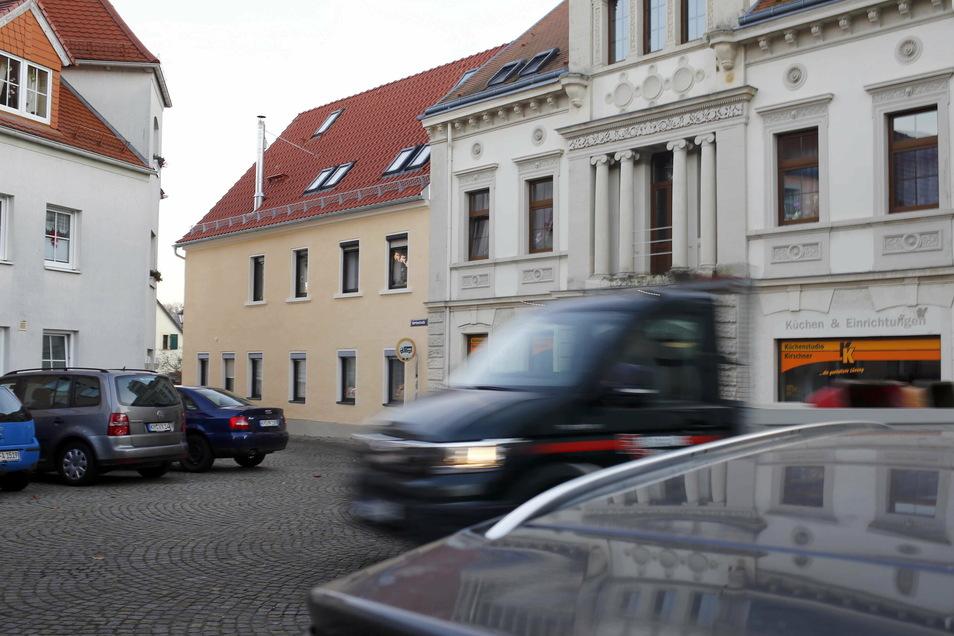 Eng geht es am Topfmarkt in Königsbrück zu. Jetzt soll die Parkanordnung geändert werden.