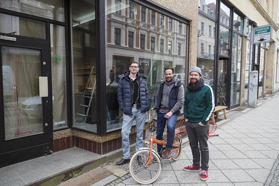 """Erst vor zwei Jahren haben die Betreiber der Jakobpassage 5a Clemens Kießling, Sebastian König und  Robert Melcher (v. l.) das Lokal """"Jakobs Söhne"""" eröffnet. Jetzt folgt """"Jakobs Enkel""""."""