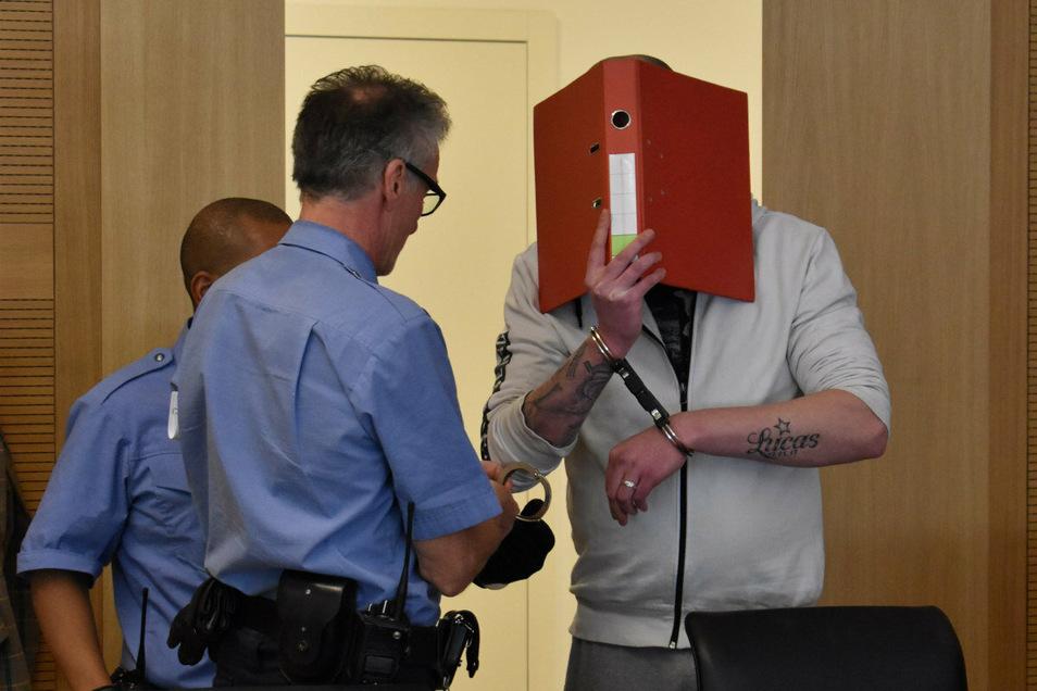 Der Pirnaer soll auch seine damals erst vierjährige Stieftochter schwer missbraucht haben. Vor Gericht gab er an, sich nicht erinnern zu können.
