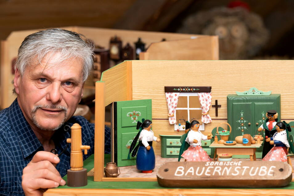 Neue Ausstellung in der Alten Schmiede Rammenau - der Bautzener Künstler Tom Glöß stellt seine Miniaturstuben aus.