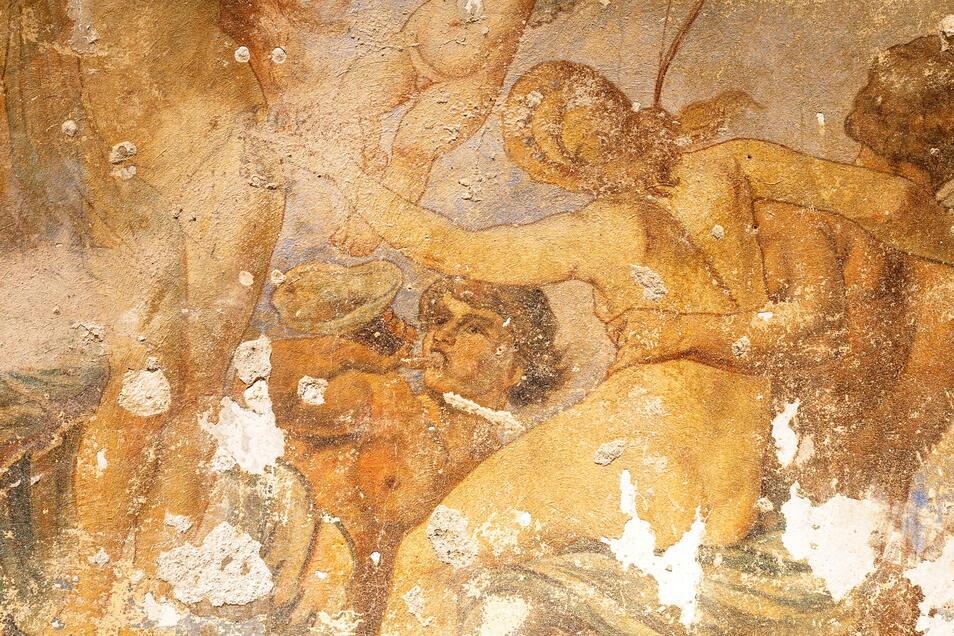 Wer sich die Wandmalerei genau anschaut, entdeckt Figuren aus der griechischen Mythologie.