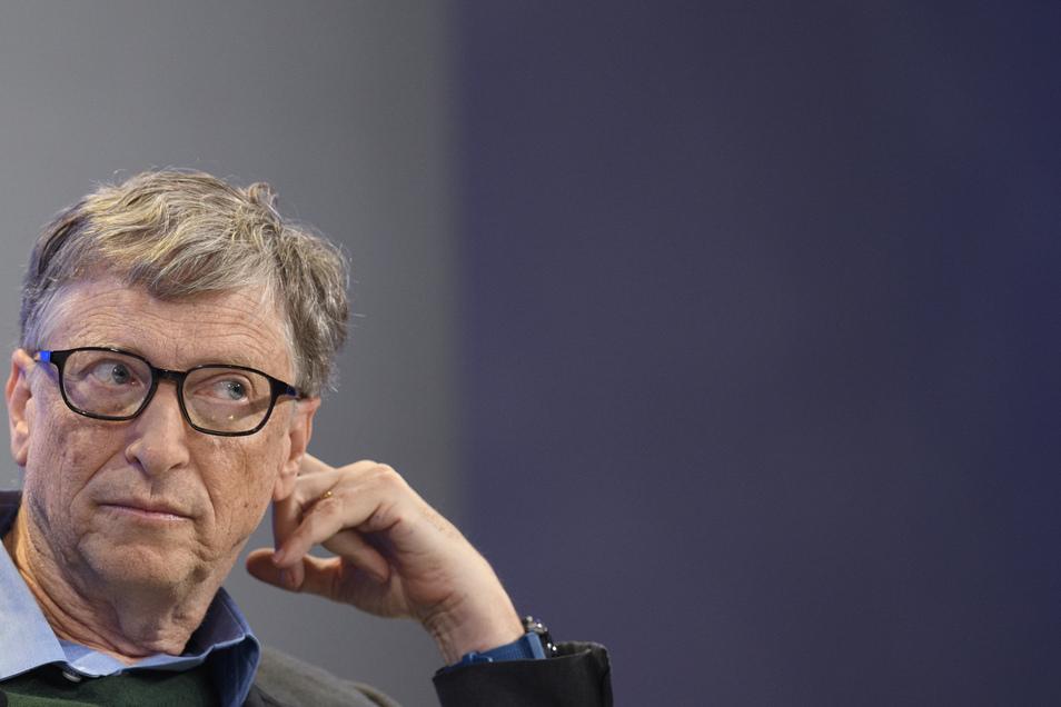 Microsoft-Gründer Bill Gates spendet Millionen Dollar für die Entwicklung eines Serums gegen das Coronavirus. Das macht ihn zur Zielscheibe von Impfgegnern und Verschwörungstheoretikern.
