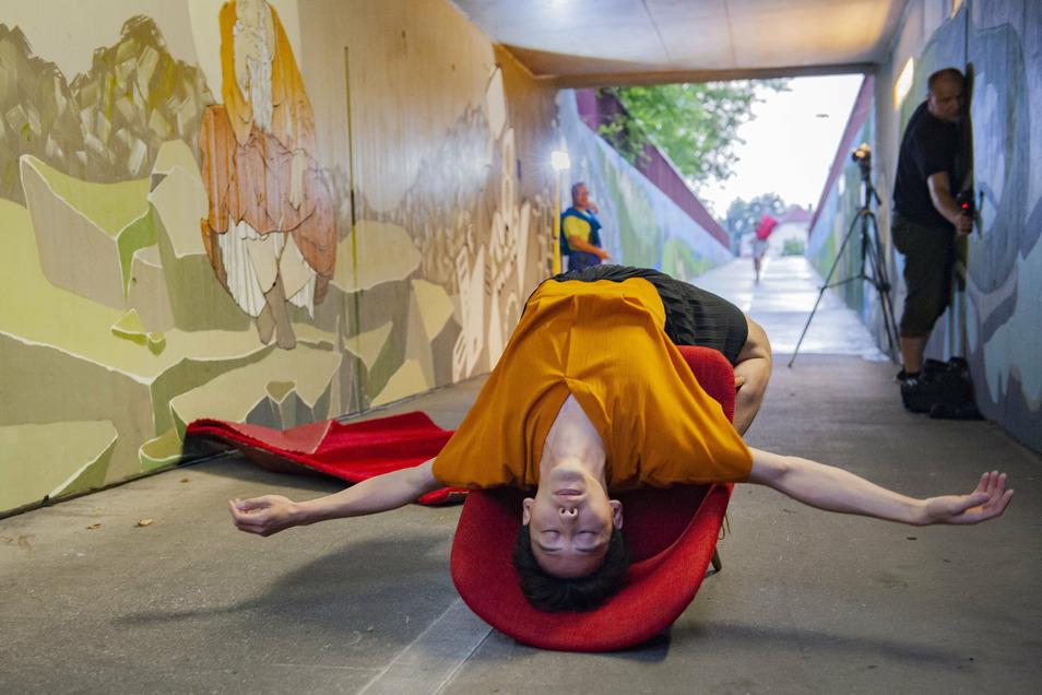 """Beim Kultursommer am Berliner Tunnel präsentieren Choreograf Moreira Wagner und Tuan Ly von den Landesbühnen Sachsen ihre Tanzminiaturen """"BeethovenTodayActions""""."""