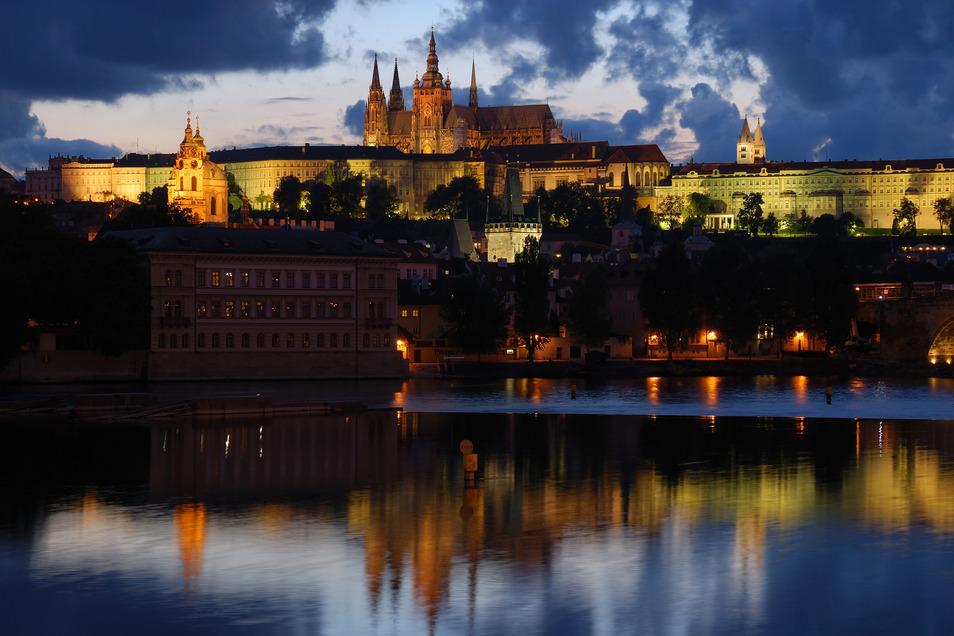 Tschechien hat innerhalb eines Tages mehr Corona-Neuinfektionen verzeichnet als das viel größere Deutschland. Am Donnerstag wurde mit 3.130 neuen Fällen erstmals die 3.000er-Marke überschritten.