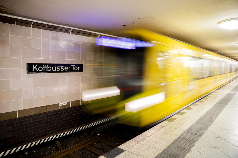 Eine U-Bahn in Berlin. Umgebaut für den Pakettransport könnten hier nachts Lieferungen transportiert werden.