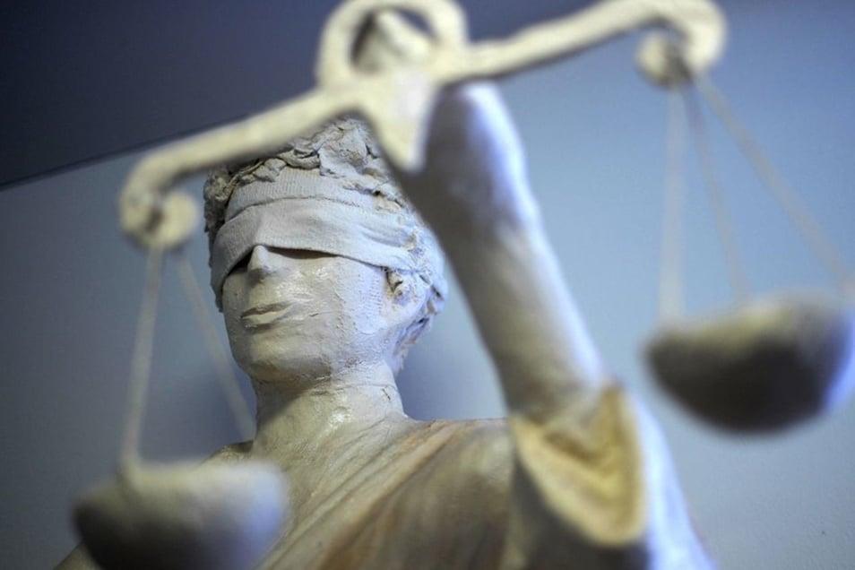 Einer Dresdner Ex-Wachpolizist musste sich am Mittwoch vor Gericht verantworten.