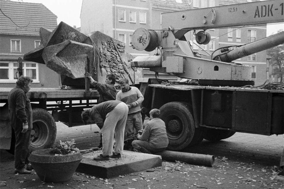Abbau des Lenindenkmals im Oktober 1992.