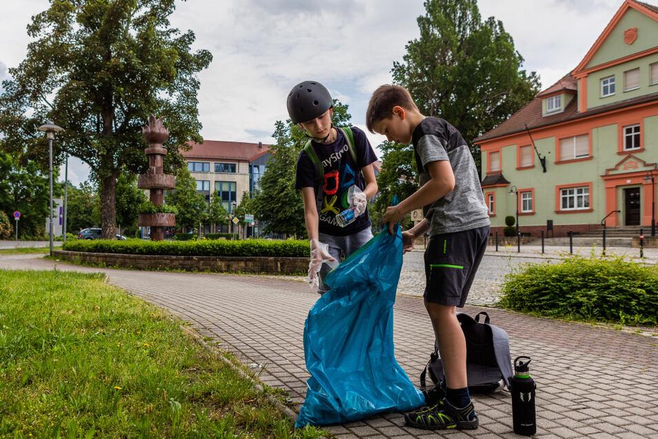 Unter den fleißigen Müllsammlern waren am Wochenende auch Fietje und Malte. Die beiden Jungs hatten für ihre Sammeltour sogar Proviant eingepackt.