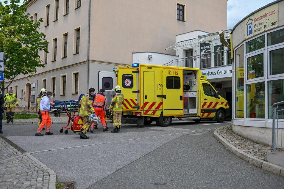Am vergangenen Sonnabend war ein 14-Jähriger vom Parkhausdach auf der Äußeren Lauenstraße in Bautzen gestürzt und hatte sich dabei schwer verletzt.