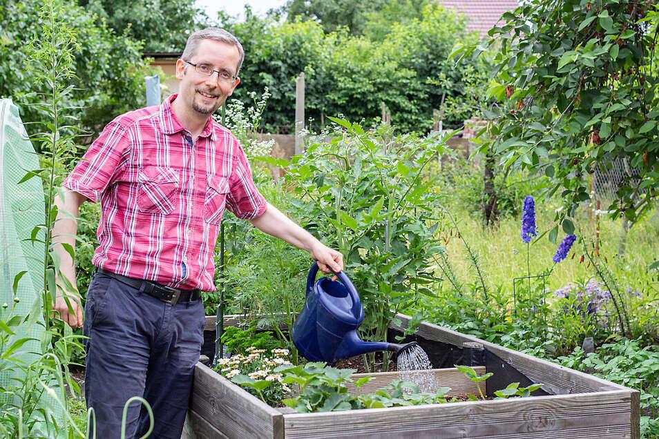 Frank Lehmann ist 43 Jahre alt und verheiratet. Seit 2015 bekleidet er das Amt des Bürgermeisters der Stadt Lauta. Entspannung findet er bei der Gartenarbeit auf dem heimischen Grundstück.