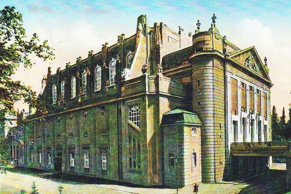 1910 wurde das imposante Gebäude eingeweiht. Zu ihm gehörte auch ein großer Garten.