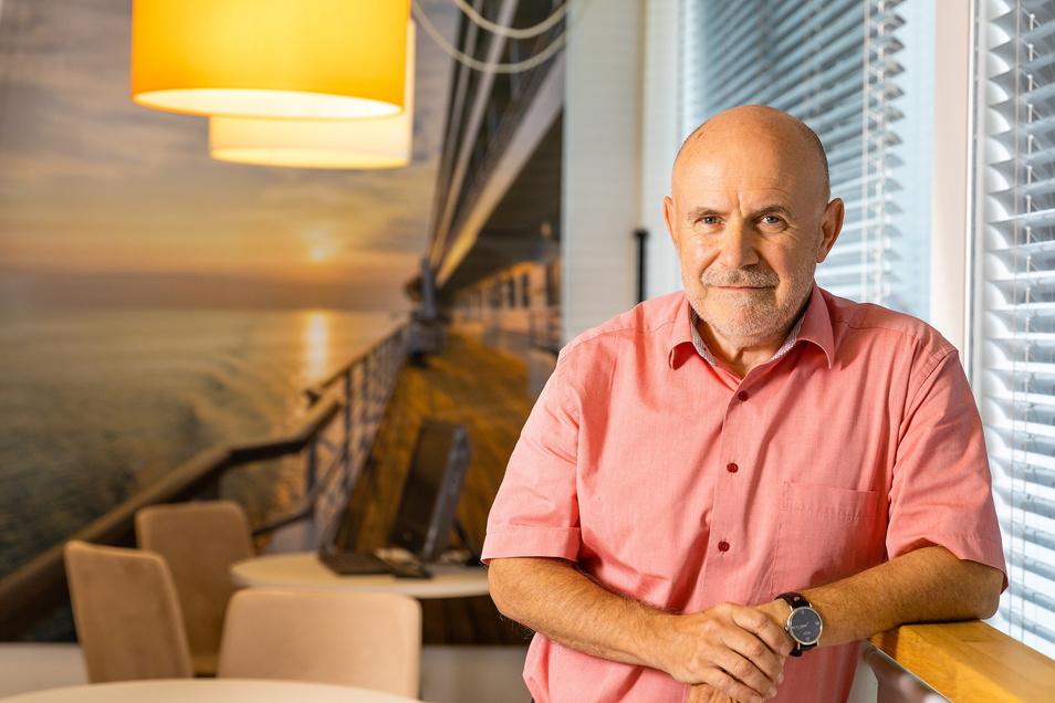 Das Team von Uwe Lorenz - Chef vom Reiseveranstalter Eberhardt Travel in Kesselsdorf - kann sich freuen. Die Idee, virtuelle Reisen zu entwickeln, wurde nun von der IHK gewürdigt.