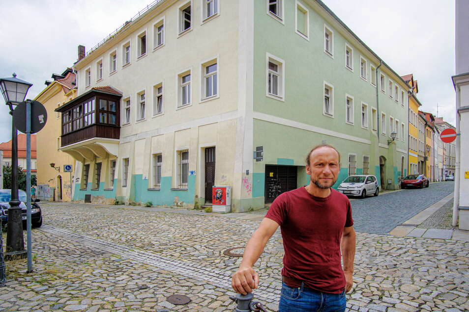 Falk Sauer ist seit Jahresbeginn Eigentümer des Hauses Reichenstraße 29, das auch an die Hintere Reichenstraße (grüne Fassade) und den Buttermarkt (vorn) grenzt.