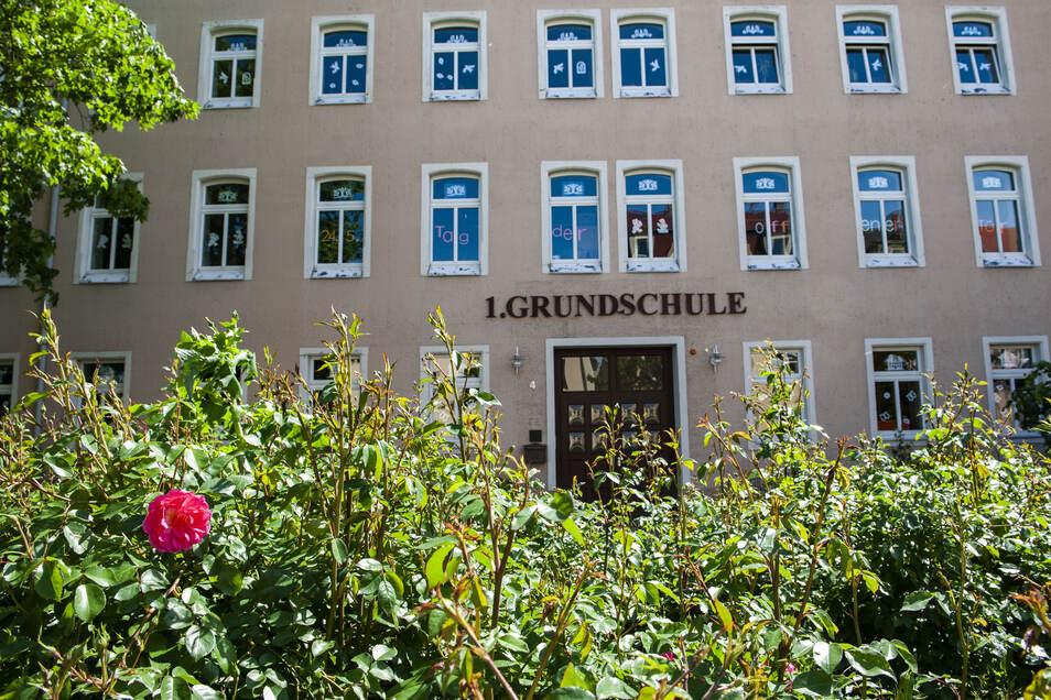 In der 1. Grundschule in Großenhain wurde der Stundenplan umgebaut, damit sich verschiedene Klassen nicht in den Fluren oder auf dem Pausenhof begegnen.