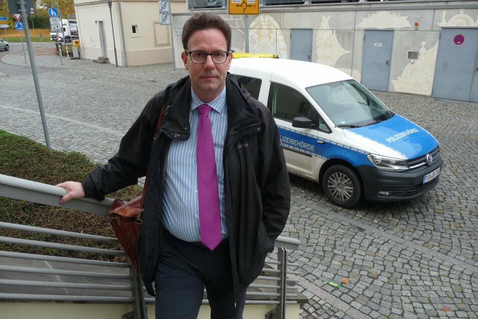 """""""Kontrollen ja, aber nicht so."""" Rechtsanwalt Ralf Rothhaar aus Pirna findet, dass der Staat mit unbegründeten Corona-Knöllchen Vertrauen verspielt."""