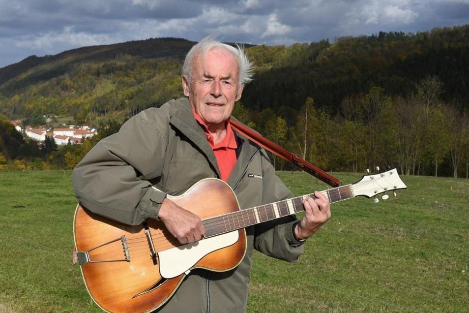 """Hanskarl König hat das Lied: """"Mein schönes Müglitztal"""" komponiert. Schwärmerisch besingt er das Tal, die steilen Hänge und den dunklen Eibenwald."""