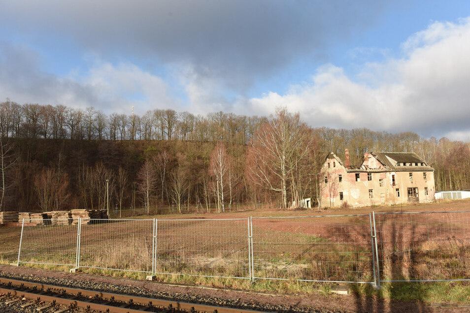 Für dieses Gelände an der Weißeritztalbahn in Dippoldiswalde liegen jetzt die Baupläne für ein Mehrfamilienhaus vor.