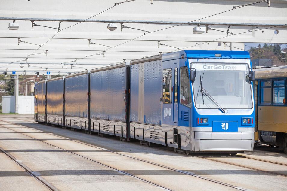 Eine Güterstraßenbahn im April 2016 im Betriebshof Trachenberge. Sie wurde international als zukunftsfähiges Transportmittel gefeiert. Jetzt steht sie bei VW vor dem Aus.