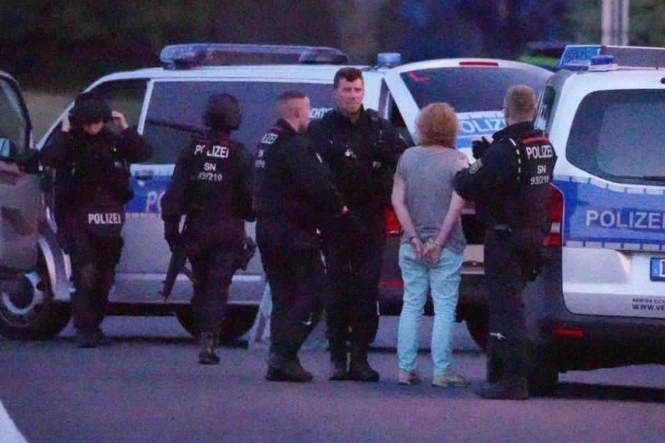 Donnerstagabend wurde in Obergurig eine 38-Jährige verhaftet. Weil sie geschossen hatte, rückte das SEK an.