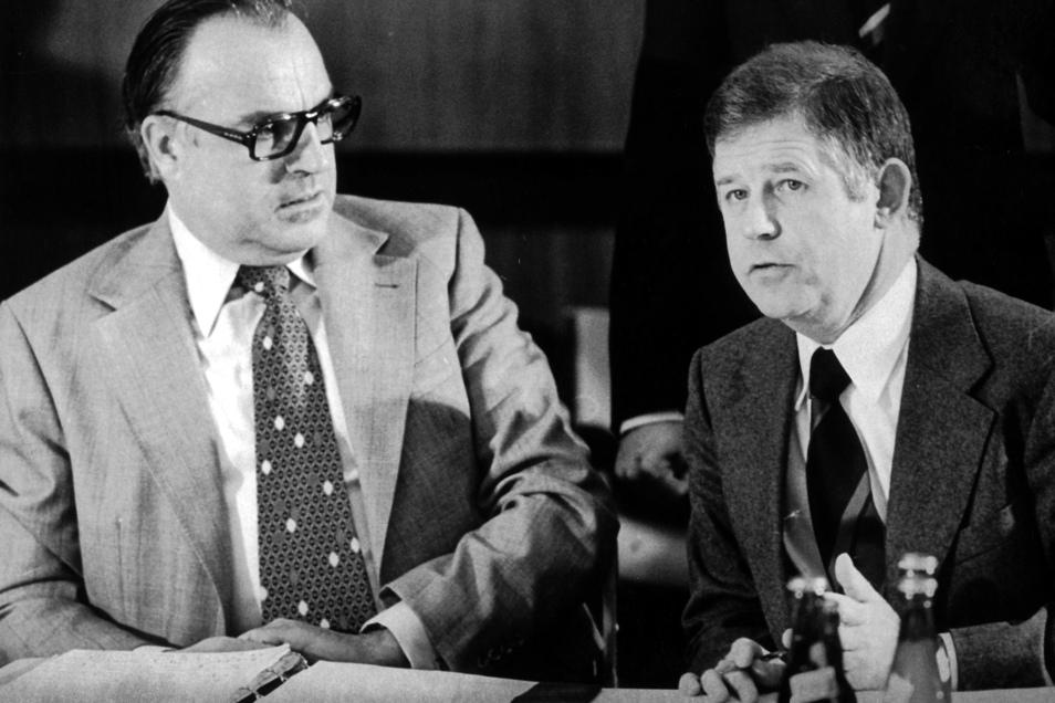 1975 mit dem damaligen CDU-Vorsitzenden Helmut Kohlzu Beginn einer Sitzung des CDU-Bundesvorstandes in Bonn.