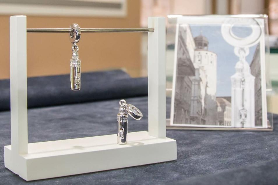 Im Juweliergeschäft Voigt auf der Berliner Straße gibt es den Görlitzer Dicken Turm als Silber-Anhänger zu kaufen.