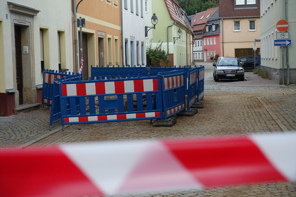 Am Freitag war die Reparatur zwar abgeschlossen, die Baugrube vor dem Haus Klosterstraße 1 aber noch nicht vollständig geschlossen.