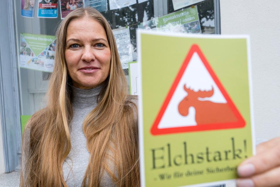 Patricia Ansorge ist Projektkoordinatorin beim Familienbüro Görlitz. Dieser Aufkleber an Schaufenstern von Geschäften signalisiert: Hier gibt es Hilfe für Kinder.