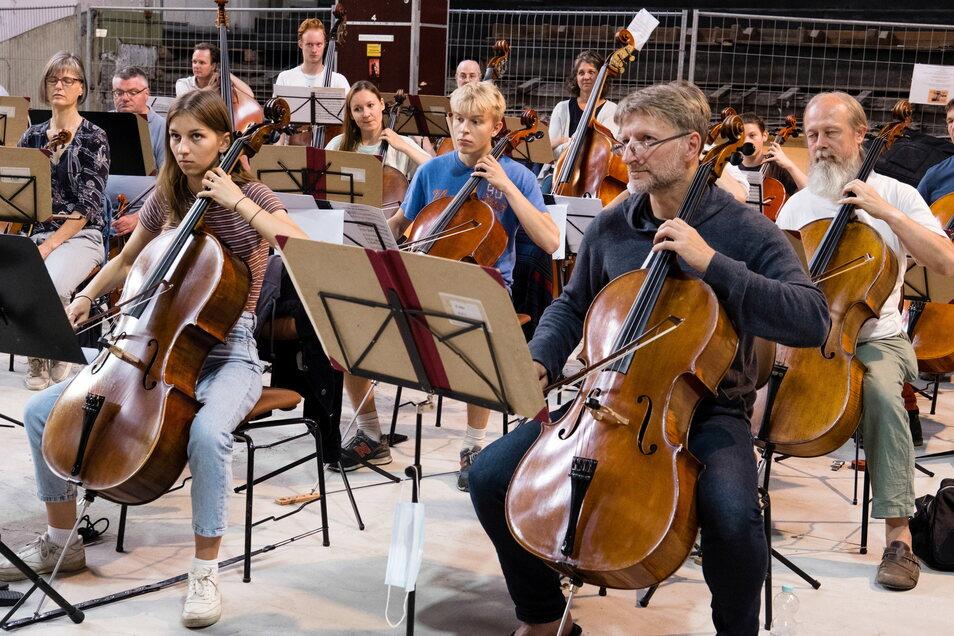 Pultpatenschaften: Jeder Musikschüler hat einen Profimusiker von der Neuen Lausitzer Philharmonie neben sich.