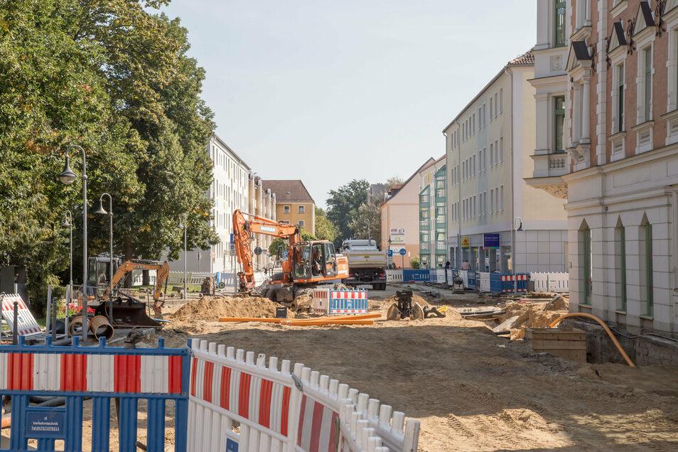 Die Baustelle am Zinzendorfplatz zeigt die Arbeiten an der Sparkassen-Kreuzung. Sind diese abgeschlossen, kommt die Sibylle-Kreuzung gegenüber dran.
