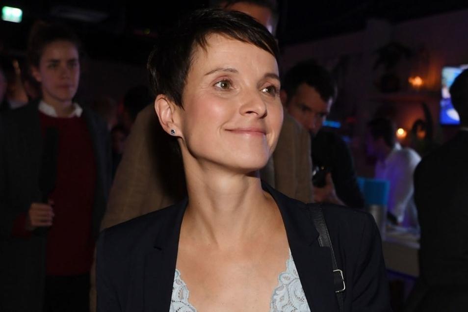 AfD-Chefin Frauke Petry gelöst auf der Wahlparty ihrer Partei am Sonntagabend in Berlin. Sie hat das Bundestags-Direktmandat für die Sächsische Schweiz und das Osterzgebirge gewonnen.