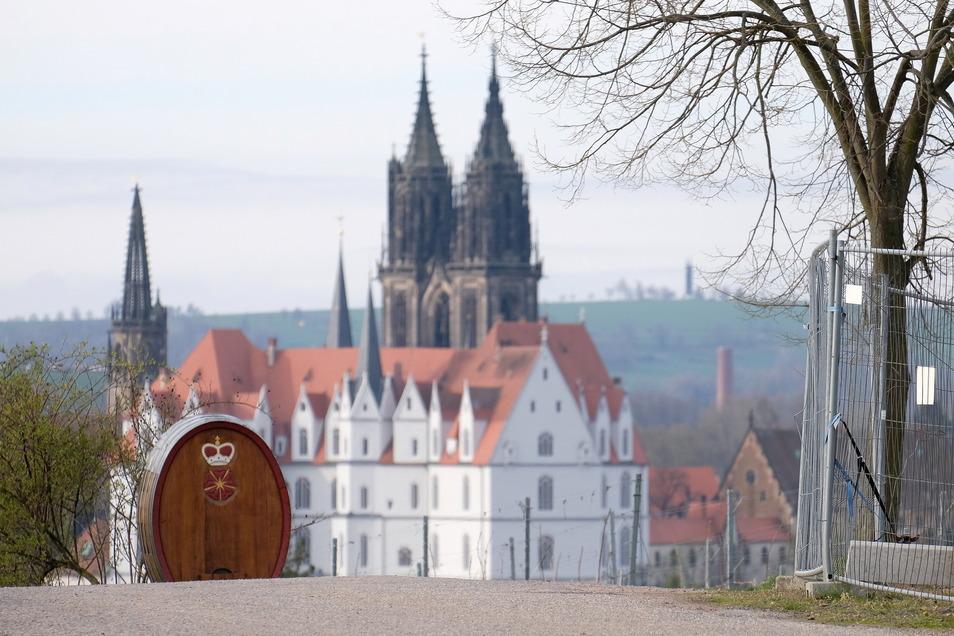 Wo wäre der geeignete Platz für ein Gästehaus in Proschwitz, um das Schloss besser für Tagungen, Konferenzen nutzen zu können. Daran scheiden sich die Gemüter.