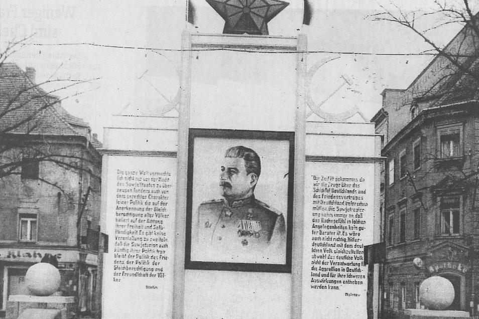1946 war der Dianabrunnen kaum wiederzuerkennen. Die Huldigung Stalins verbannte bis zu seinem Tod 1953 die Hirsche und brachte zwei Betonkugeln an deren Stelle.