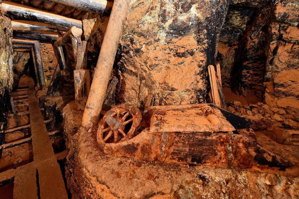 Das sind Reste des Bergbaus, der vor 220 Jahren hier geendet hat.