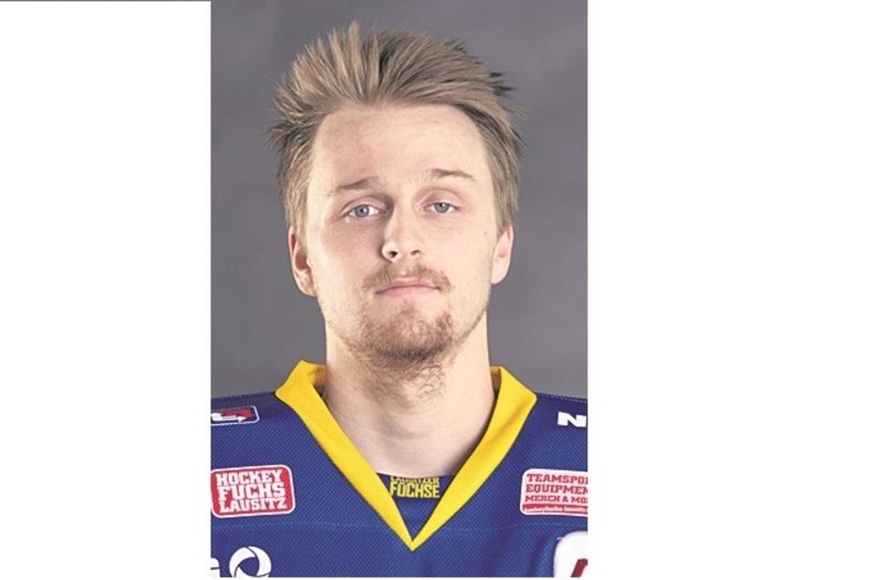 Nils Velm:Nr. 31, Torwart, geb. 23.11.98 in Mühlacker, 1,83 m/85 kg, Profispiele: 0, Füchse seit 2020, Vereine: Bietigheim, Schwenningen, Oklahoma