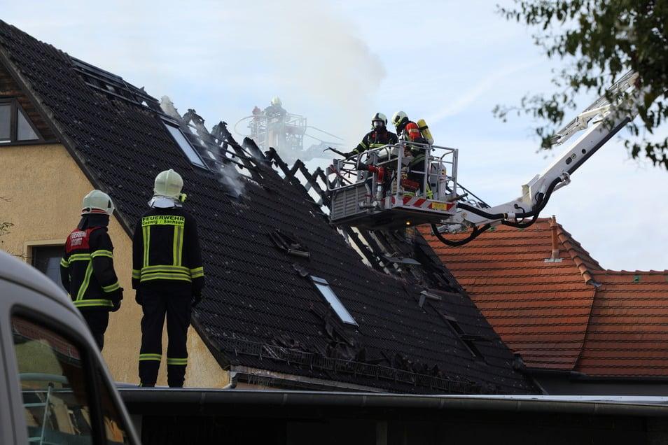 Einer der größten Einsätze des vergangenen Jahres fand am Buß- und Bettag statt, als es in einem Vierseithof in Sörnewitz einen Kamin- bzw. Dachstuhlbrand gab. Von 12 Uhr mittags bis gegen 22 Uhr waren die Coswiger Feuerwehrleute im Einsatz, einige m