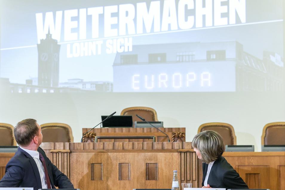 """""""Chemnitz will auf die europäische Bühne und wir werden die Stadt dabei unterstützen"""", sagte Regierungschef Michael Kretschmer (CDU), neben ihm Barbara Ludwig ( SPD), OB von Chemnitz."""