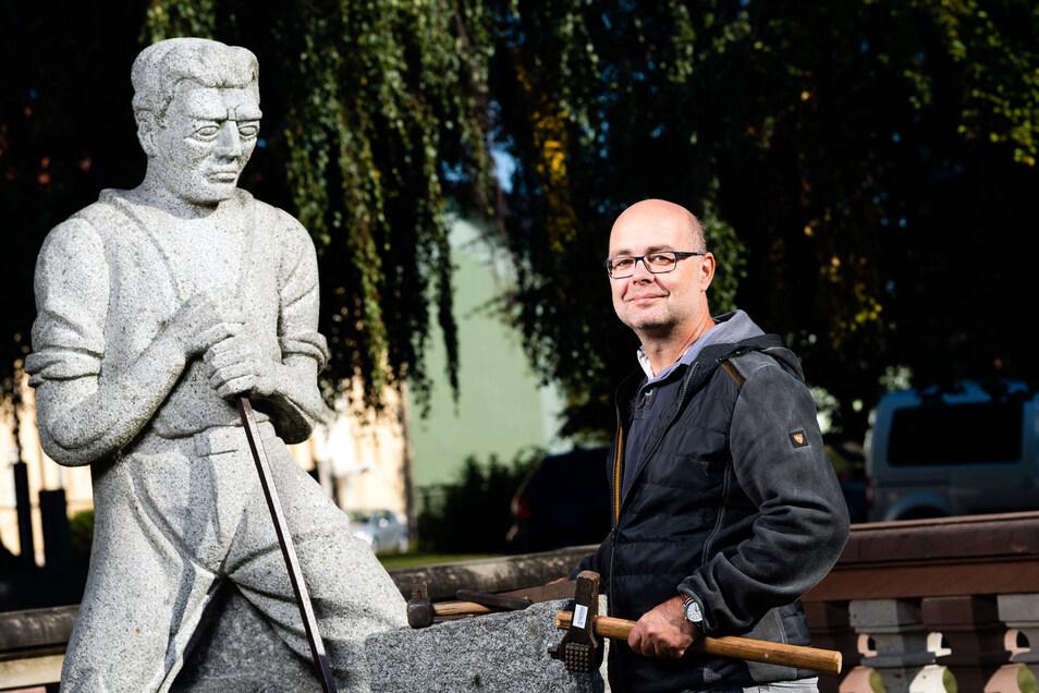 Uwe Steglich und seine Kollegen geben den angehenden Steinmetzen nicht nur viel Fachwissen mit auf den Weg, sondern auch den Stolz auf einen der ältesten Handwerksberufe. In Demitz-Thumitz findet man viele Spuren der Steinarbeiter, darunter deses Denkmal
