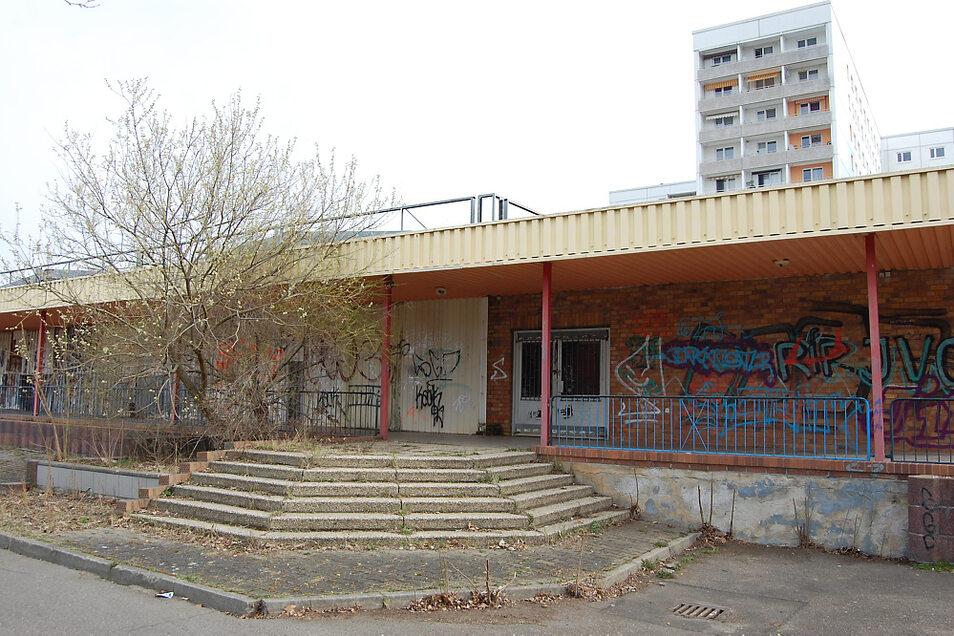 Bezüglich der ehemaligen Kaufhalle im Stadtzentrum gab es zuletzt Kontakt mit dem Eigentümer wegen vieler Scherben rund um das Gebäude.