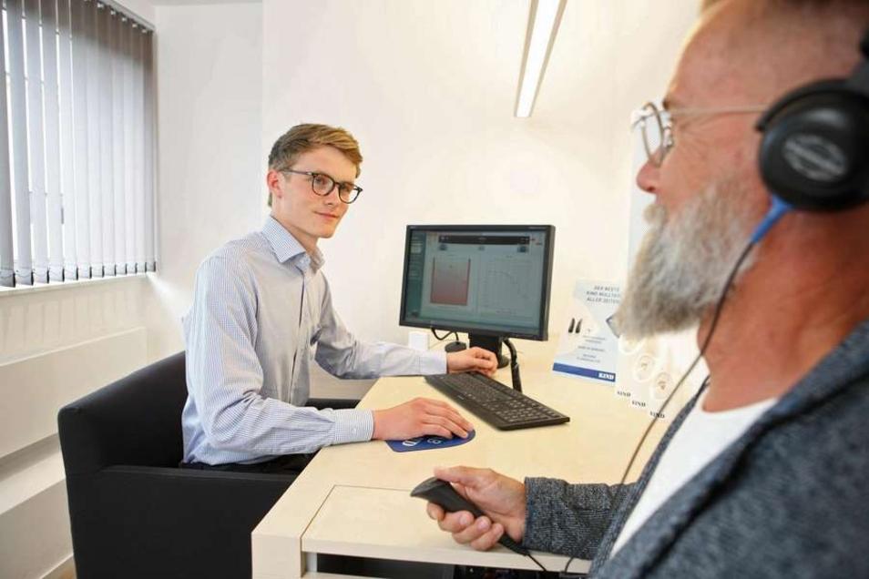 Hörakustiker sind gefragte Fachleute. Nach der erfolgreich abgeschlossenen Ausbildung bieten sich ihnen sehr gute Karriere- und Weiterbildungsperspektiven.