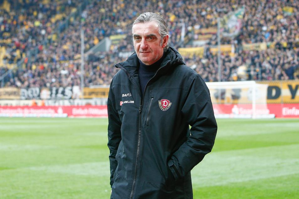 Fans im Stadion, überhaupt Fußball? Für Dynamos Sportchef Ralf Minge ist das gerade nur schwer vermittelbar, wie er im Interview sagt.