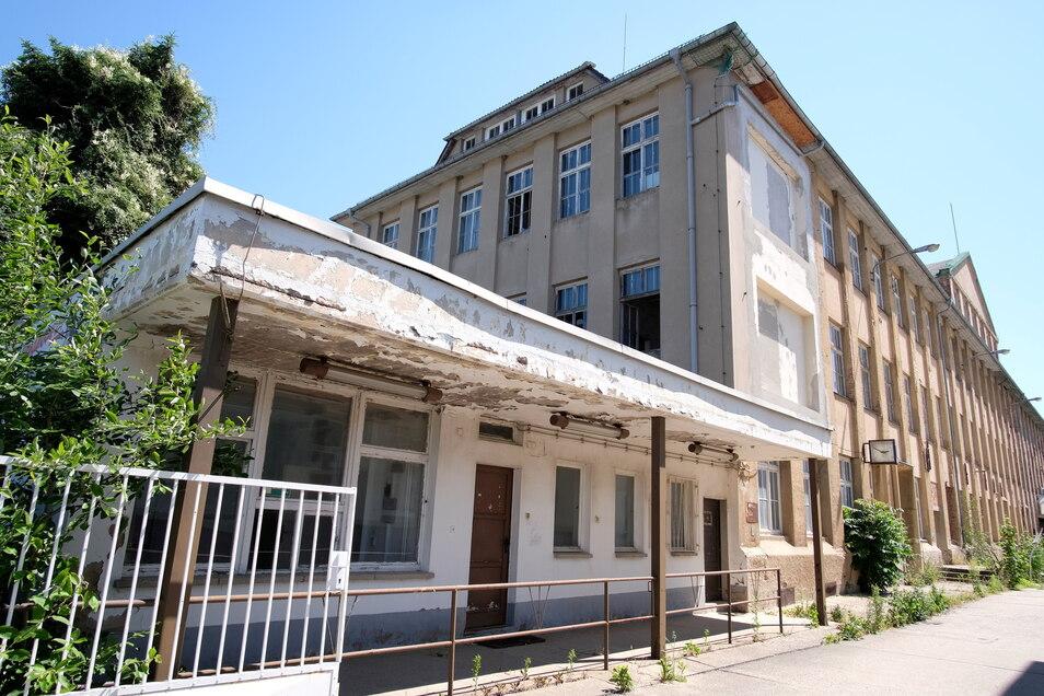 Keinen schönen Anblick bietet das Produktions- und Verwaltungsgebäude der ehemaligen Schuhfabrik an der Hermann-Grafe-Straße.