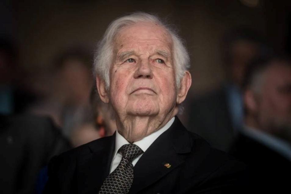 1990 kam Kurt Biedenkopf nach Sachsen und wurde der erste Ministerpräsident nach der Wende. Er ist eine der prägendsten Figuren der neueren sächsischen Geschichte.