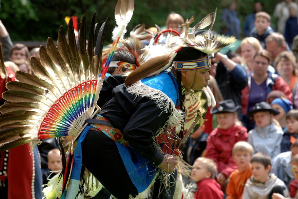 Zum Karl-May-Fest reisen Indianer aus Nordamerika an, um traditionelle Tänze zu zeigen.
