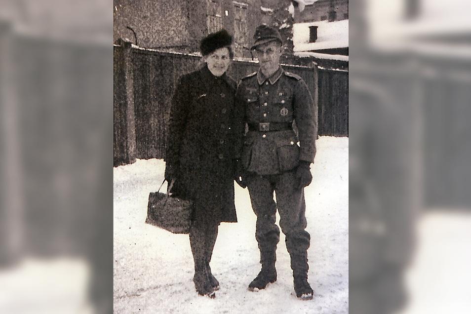Besuch aus Pirna: Martha Weise mit ihrem Mann Marcel im Januar 1945 in St. Pölten bei Wien. Weise musste sich dort einer Zahn-OP unterziehen.