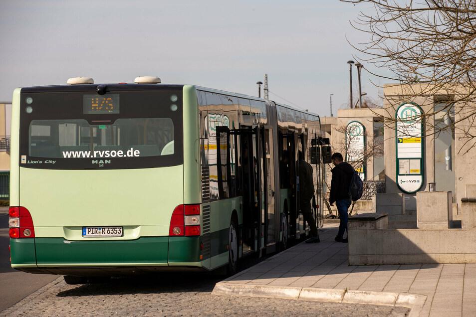 Bus der Linie H/S in Pirna: Die Route in Copitz führt zeitweise über eine andere Strecke.