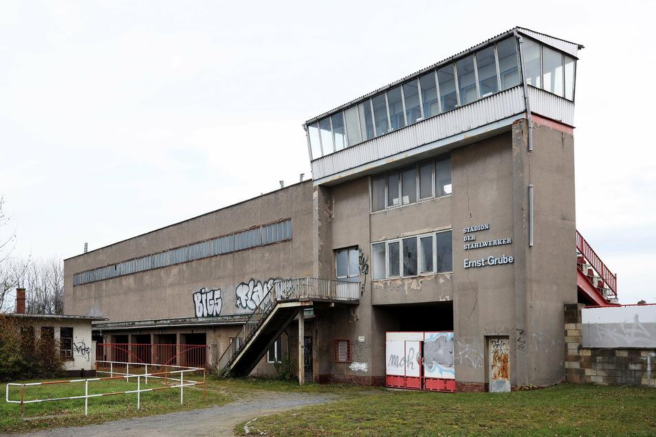 Die Tribüne des Ernst-Grube-Stadions wurde vom damaligen Stahlwerk errichtet - und ist so deutschlandweit einmalig.