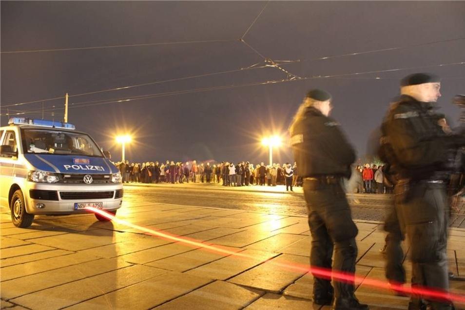 Auch die Menschenkette wurde von der Polizei abgesichert.